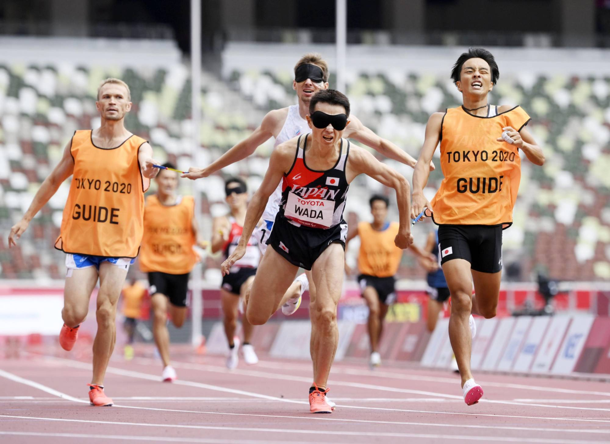 Shinya Wada competes in the men's T11 1,500 meters at the National Stadium in Tokyo on Tuesday.    KYODO