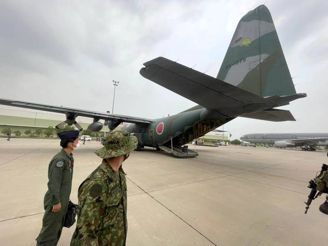 An Air Self-Defense Force transport plane deployed for Japan's evacuation mission in Afghanistan sits on the tarmac at an airport in Islamabad on Friday.   KYODO