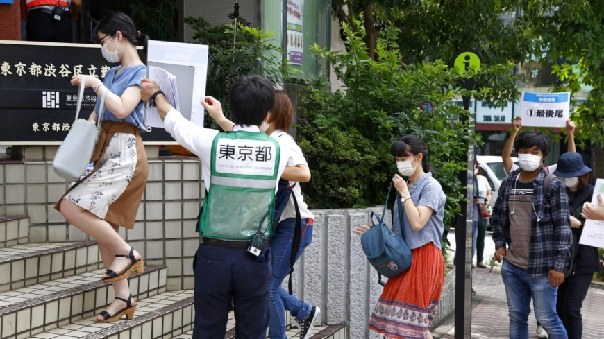 Tokyo eyes online lottery system for walk-in youth vaccination site