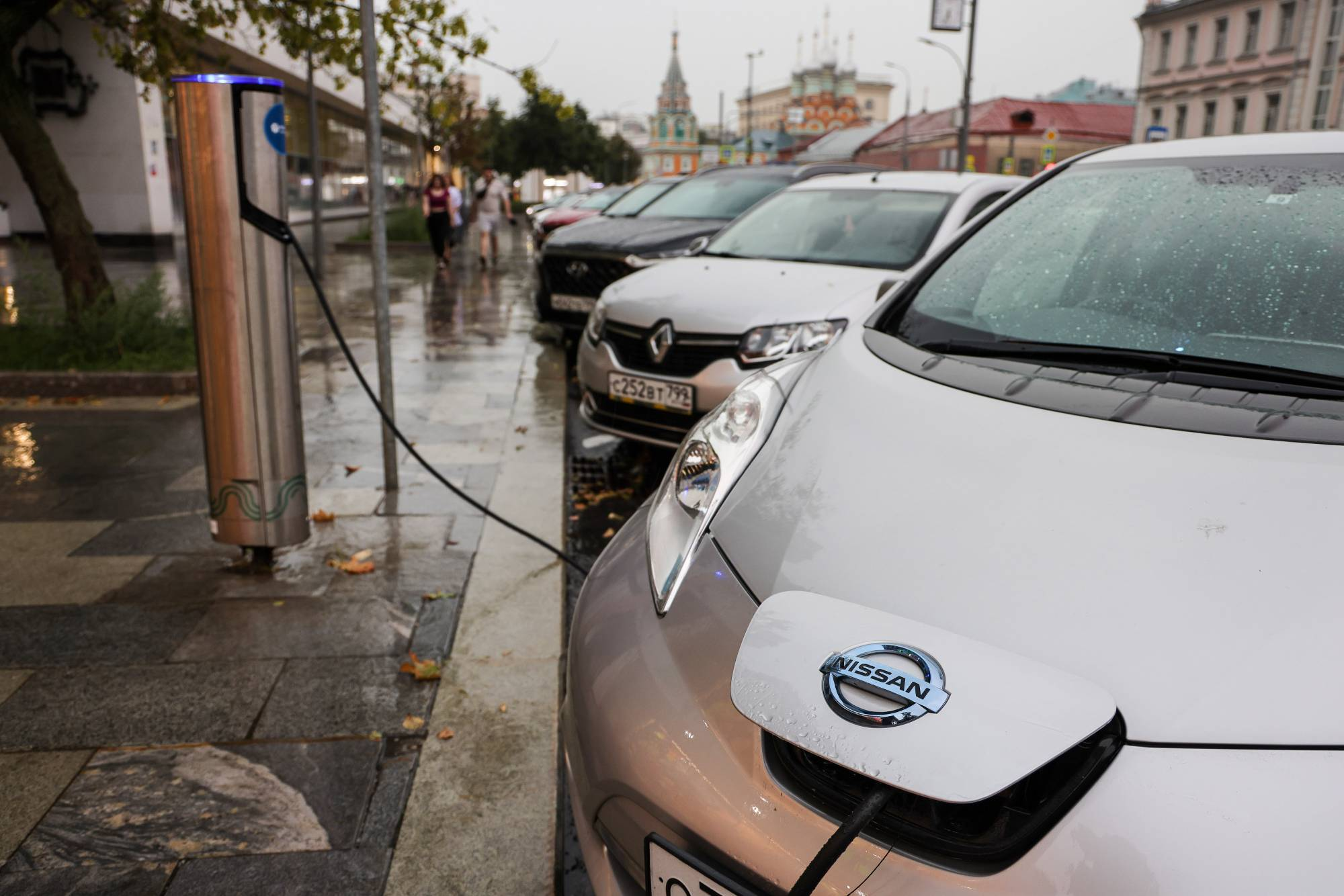 A Nissan Leaf electric vehicle is charged at a charging station in Moscow.  | BLOOMBERG