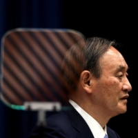 Prime Minister Yoshihide Suga speaks during a news conference in Tokyo in May.   POOL / VIA AFP-JIJI