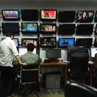 Afghan reporters work in the newsroom at Tolo TV station in Kabul in 2018.  | AFP-JIJI