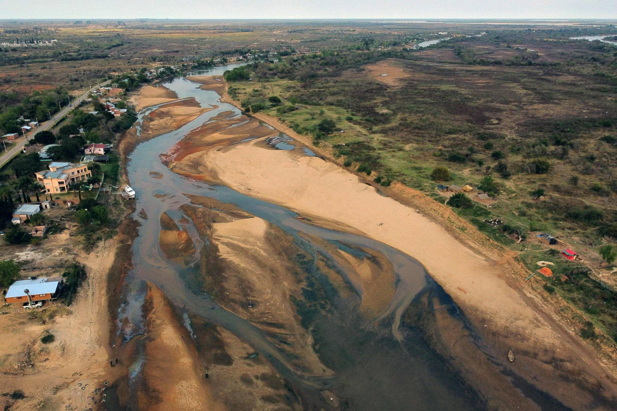 An almost dry arm of the Parana River in Goya, Corrientes, Argentina, on Aug. 21   AFP-JIJI