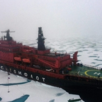 The Russian 50 Years of Victory nuclear-powered icebreaker makes its way toward the North Pole on Aug. 18.    AFP-JIJI
