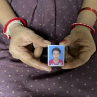 Nisha Umashankar Dandekar shows a picture of her 5-year-old daughter, who died in a leopard attack last year in Chandrapur. | THOMSON REUTERS FOUNDATION