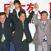 Shinzo Abe (center) beat Shigeru Ishiba (right) in the Liberal Democratic Party's presidential election in September 2012. | KYODO