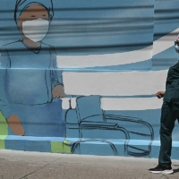 A mural seen in Tegucigalpa, Honduras, on Tuesday shows health care workers amid the COVID-19 pandemic. | AFP-JIJI