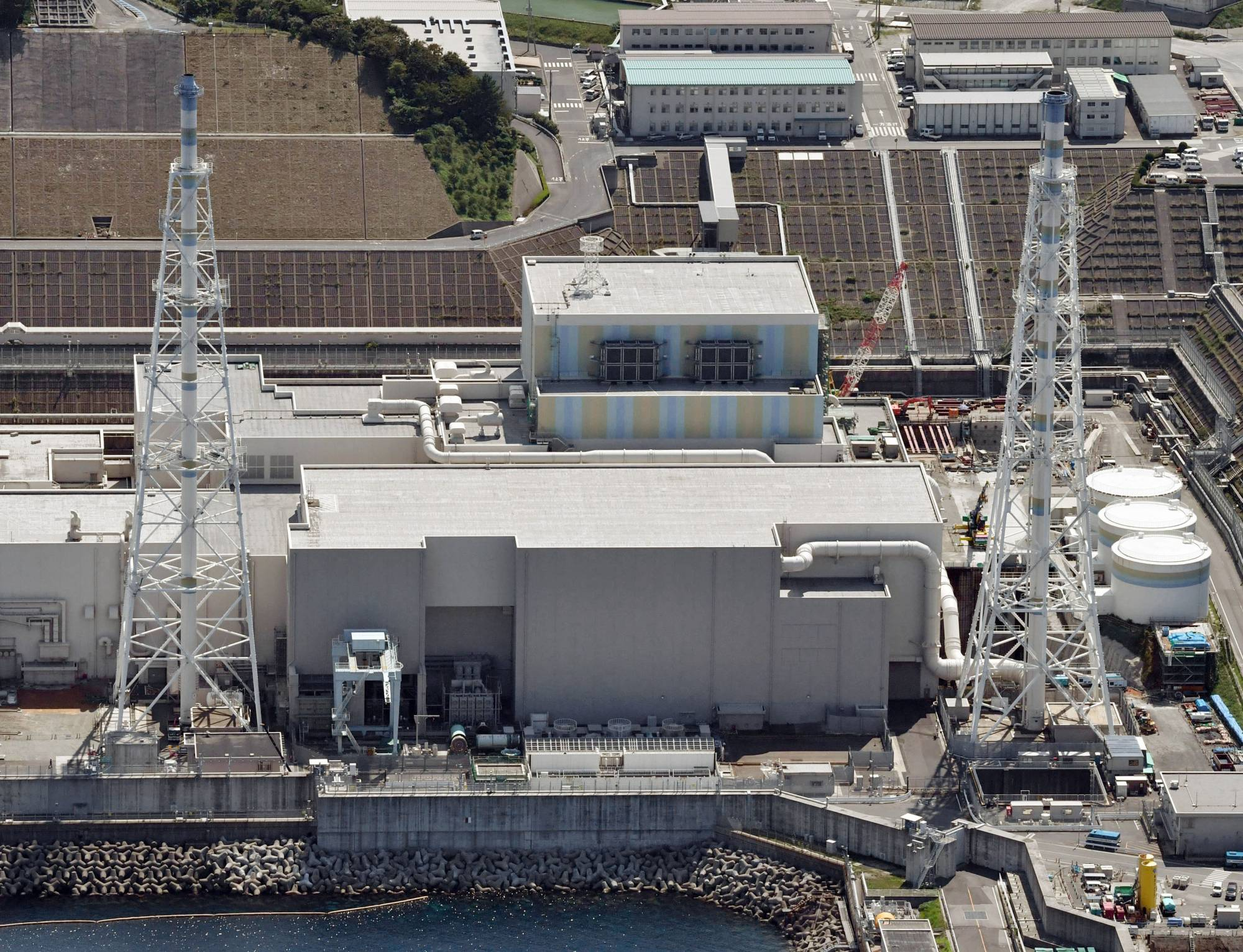 LDP presidential candidates Fumio Kishida and Sanae Takaichi have said Japan should introduce small modular reactors and nuclear fusion reactors as part of efforts to achieve the goal of net zero carbon emissions by 2050.   KYODO