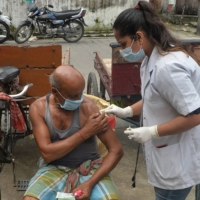A health worker administers a dose of a COVID-19 vaccine at a camp in Siliguri, India, on Sunday.    AFP-JIJI