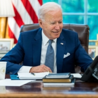 U.S. President Joe Biden speaks on the phone with French President Emmanuel Macron from the Oval Office of the White House in Washington on Wednesday.     THE WHITE HOUSE / VIA REUTERS