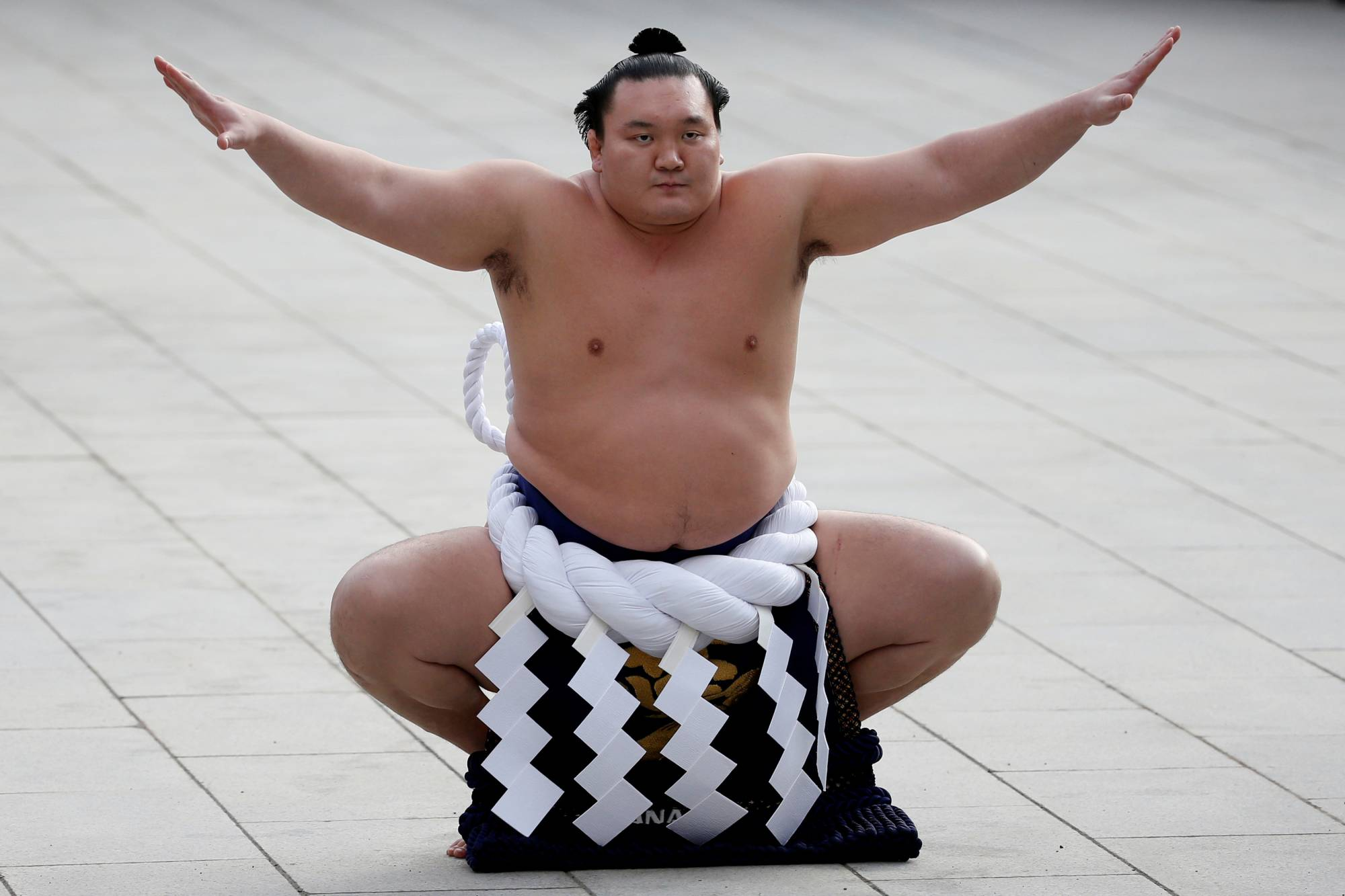 Mongolian-born yokozuna Hakuho performs a New Year's ring-entering rite at the annual celebration for the New Year at Meiji Shrine in Tokyo in January 2016. Hakuho, winner of a record 45 grand sumo tournament titles, has decided to call it a career, a source said Monday. | REUTERS