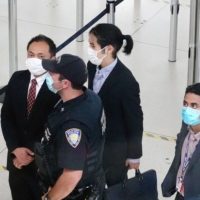 Kei Komuro, the boyfriend of Princess Mako, is surrounded by airport staff at JFK airport in New York before he departs for Tokyo on Sunday. | KYODO