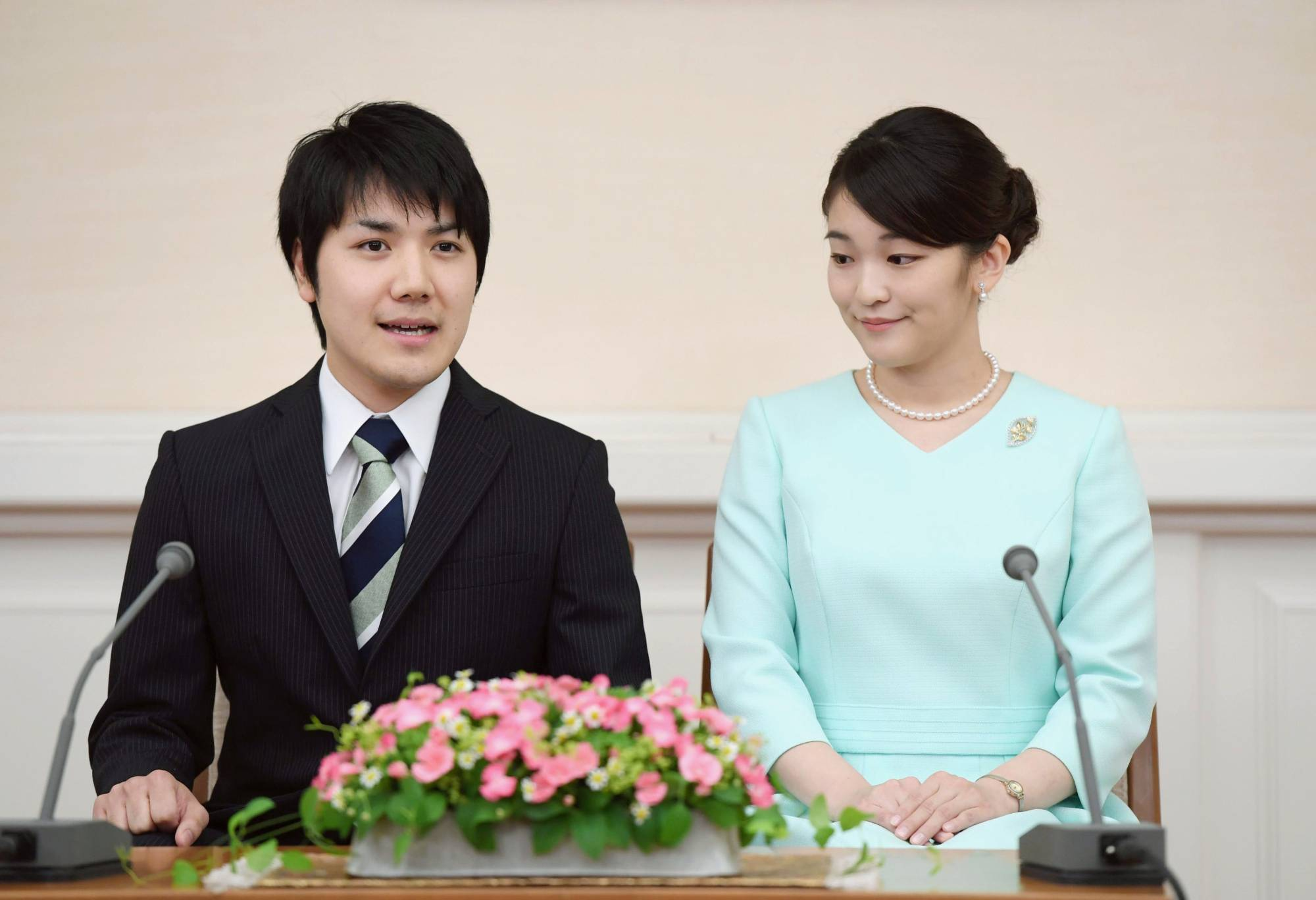 Princess Mako, the niece of Emperor Naruhito, and her long-time boyfriend, Kei Komuro, are expected to tie the knot by the end of the year. | KYODO
