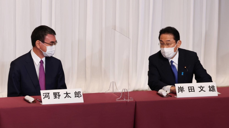 Kono and Kishida likely to meet in LDP runoff vote, survey finds