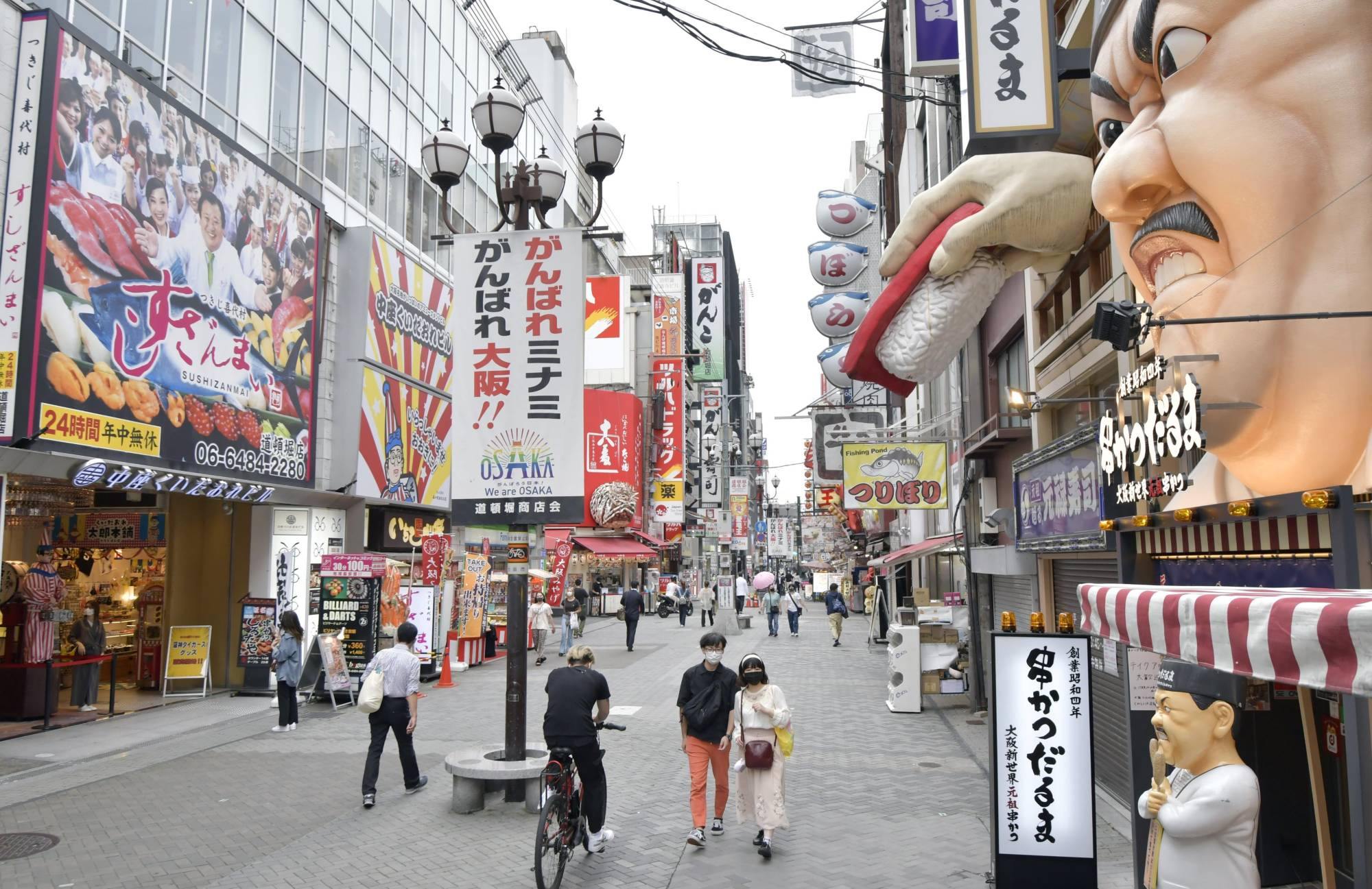 Businesses have welcomed the government's decision to lift the COVID-19 state of emergency in Tokyo and across 18 prefectures. | KYODO