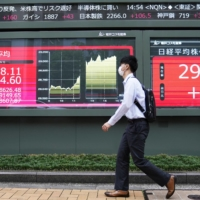 A financial data screen on a street in Tokyo shows the 225-issue Nikkei Stock Average gaining nearly 600 points on Sept. 3 after Prime Minister Yoshihide Suga expressed his intention to resign. | KYODO