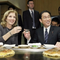 Fumio Kishida, then foreign minister, dines with then U.S. Ambassador to Japan Caroline Kennedy in Tokyo in November 2016. | KYODO