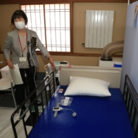 Hotel Koyo in Gifu Prefecture, which has been repurposed for COVID-19 patients, has a room where patients can receive oxygen.   CHUNICHI SHIMBUN