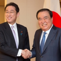 Foreign Minister Fumio Kishida greets South Korean special envoy Moon Hee-sang in Tokyo in May 2017. Kishida has always handled himself well abroad, avoiding missteps and unnecessary friction while still advocating well for Japan's interests.   REUTERS