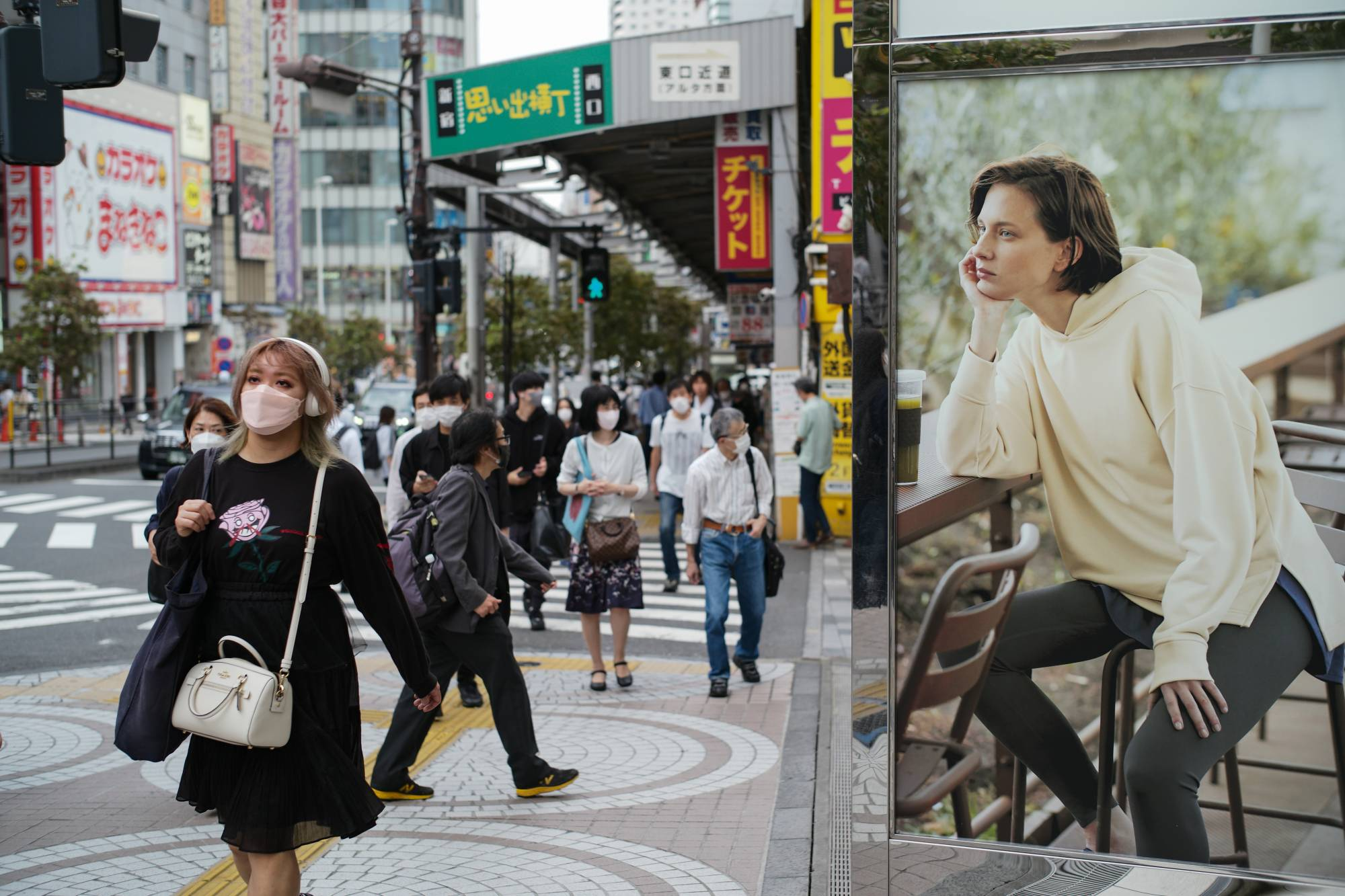 Reducing foot traffic has been a headache in highly populated cities and prefectures, where the virus can find a foothold before spreading elsewhere. | RYUSEI TAKAHASHI