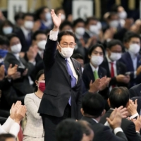 Former Foreign Minister Fumio Kishida waves after he was elected as new head of the Liberal Democratic Party in its leadership vote in Tokyo on Wednesday.   KYODO