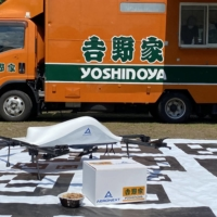 Aeronext Inc. collaborated with fast food chain Yoshinoya in July to deliver residents of Kosuge village gyudon beef bowls prepared in a kitchen car. | COURTESY OF AERONEXT INC.