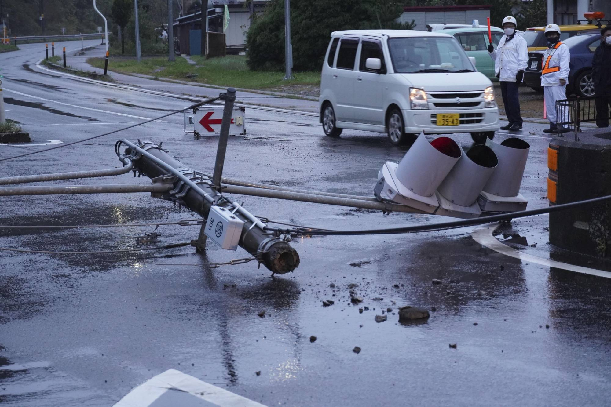 A traffic light is seen collapsed in the town of Iwate in Iwate Prefecture following an earthquake early Wednesday morning. | KYODO
