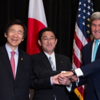 Then-Foreign Minister Fumio Kishida (center) meets his South Korean and American counter parts, Yun Byung-se and Secretary of State John Kerry in New York in September 2016.  | REUTERS