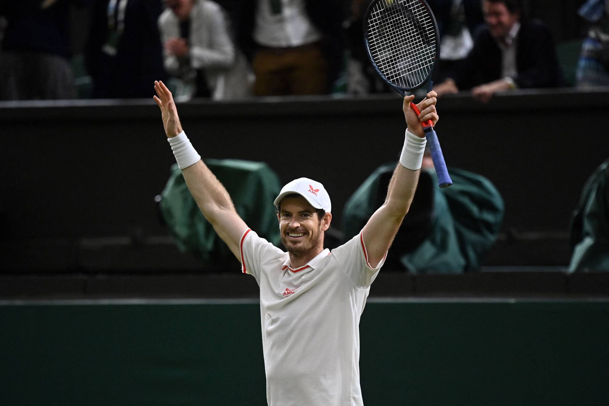 Andy Murray was happy to report his lost wedding ring and shoes were returned to him on Thursday.    AFP-JIJI