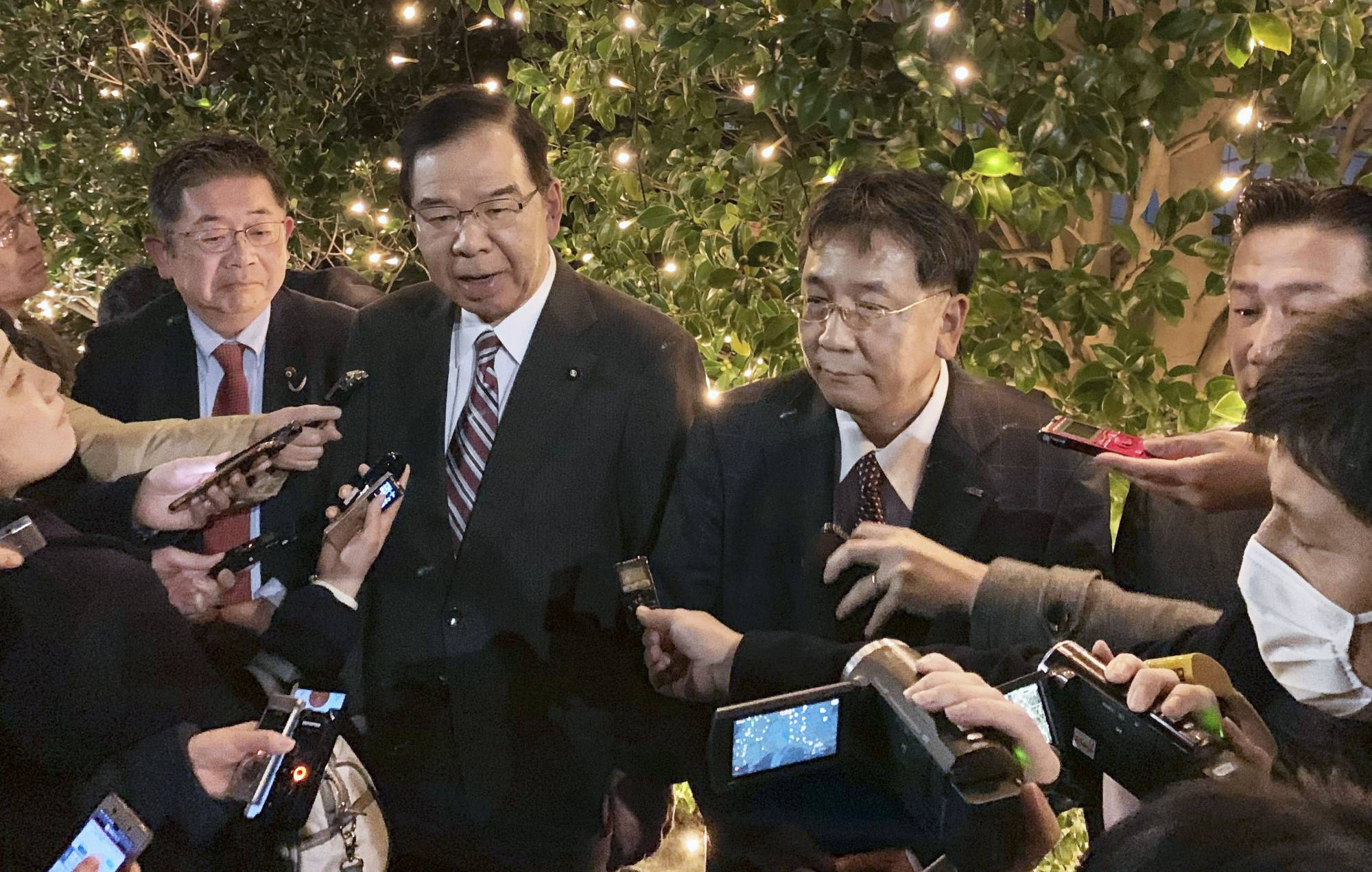Constitutional Democratic Party of Japan leader Yukio Edano (center right) and his Japanese Communist Party counterpart Kazuo Shii in February 2020 in Tokyo | KYODO