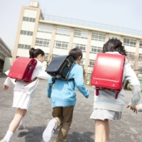 The number of students playing truant from elementary schools rose by 10,000 to 63,350 in fiscal 2020 in Japan. | GETTY IMAGES